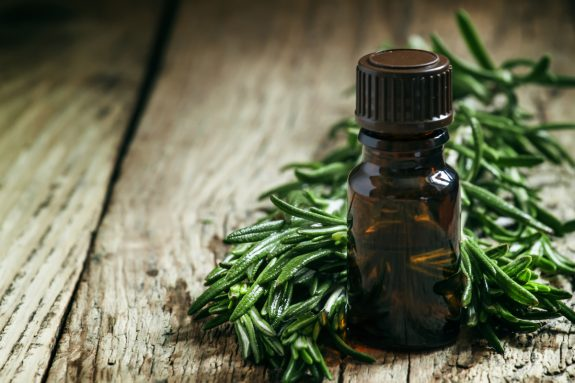 Photo of Топ 10 ползи на маслото от чаеното дърво: За кожа, акне и още