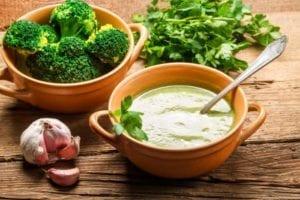 Броколите могат да се добавят към тайна, макаронени изделия, пици или дори да се приготвят в супа с лук и чесън.