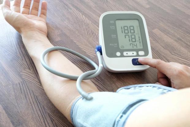 Високо-кръвно-Как-да-до-свалим-с-Билки-и-Лекарства