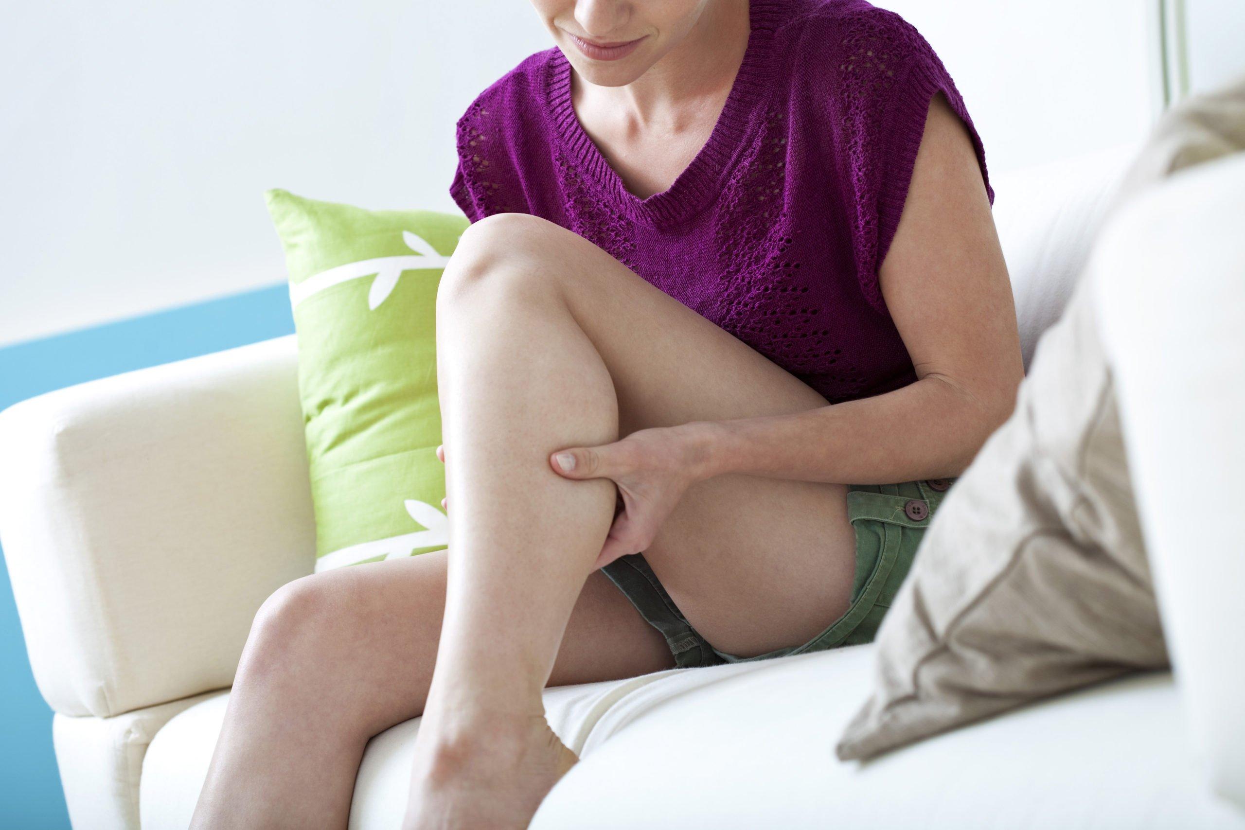 Болки в краката от нерви: 3 Възможни причини и Лечение